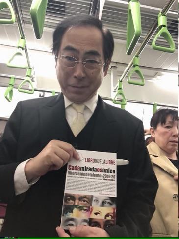 La antología de los talleres creativos en Valencia de Libro vuela libre en el metro de Japón