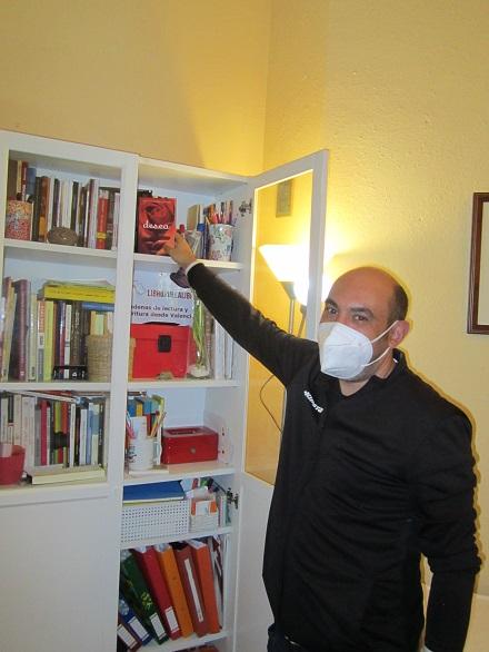 Sergio Maturana Vilanova en la biblioteca de talentos de los talleres de escritura creativa online y presenciales de LIBRO VUELA LIBRE